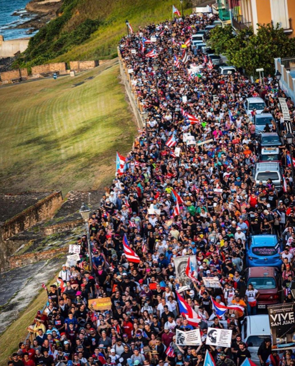 Protesters in San Juan (Source: Twitter Paola Miranda)