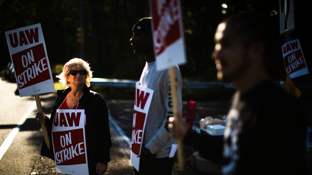 United Auto Workers' GM strike reaches day 5, pain is spreading