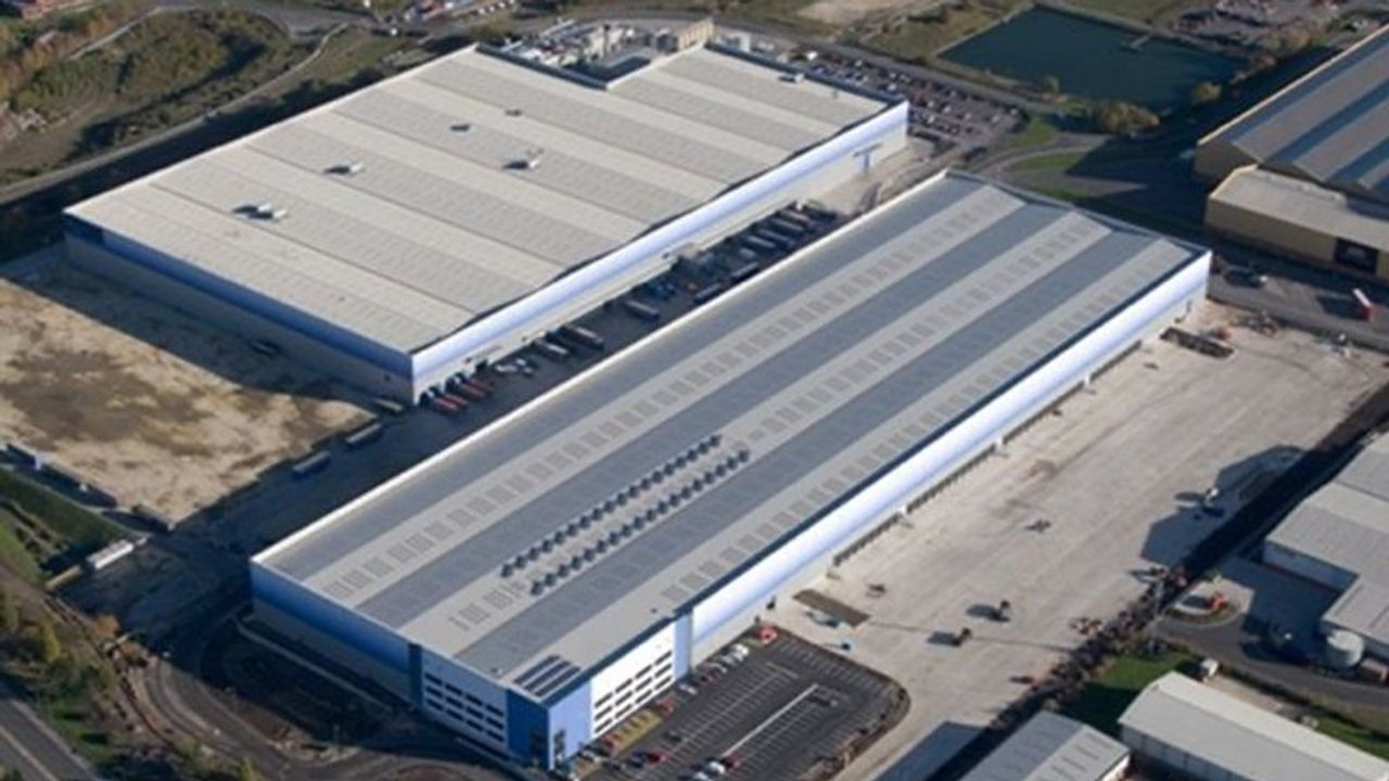 Outbreak Of Covid 19 At Pretty Little Thing Distribution Centre In Sheffield Uk World Socialist Web Site