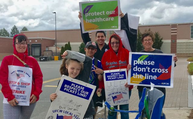 Strike of 31,000 New England Stop & Shop workers in sixth day