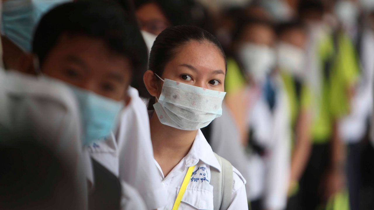 China removes 2 Hubei leaders as virus crisis deepens