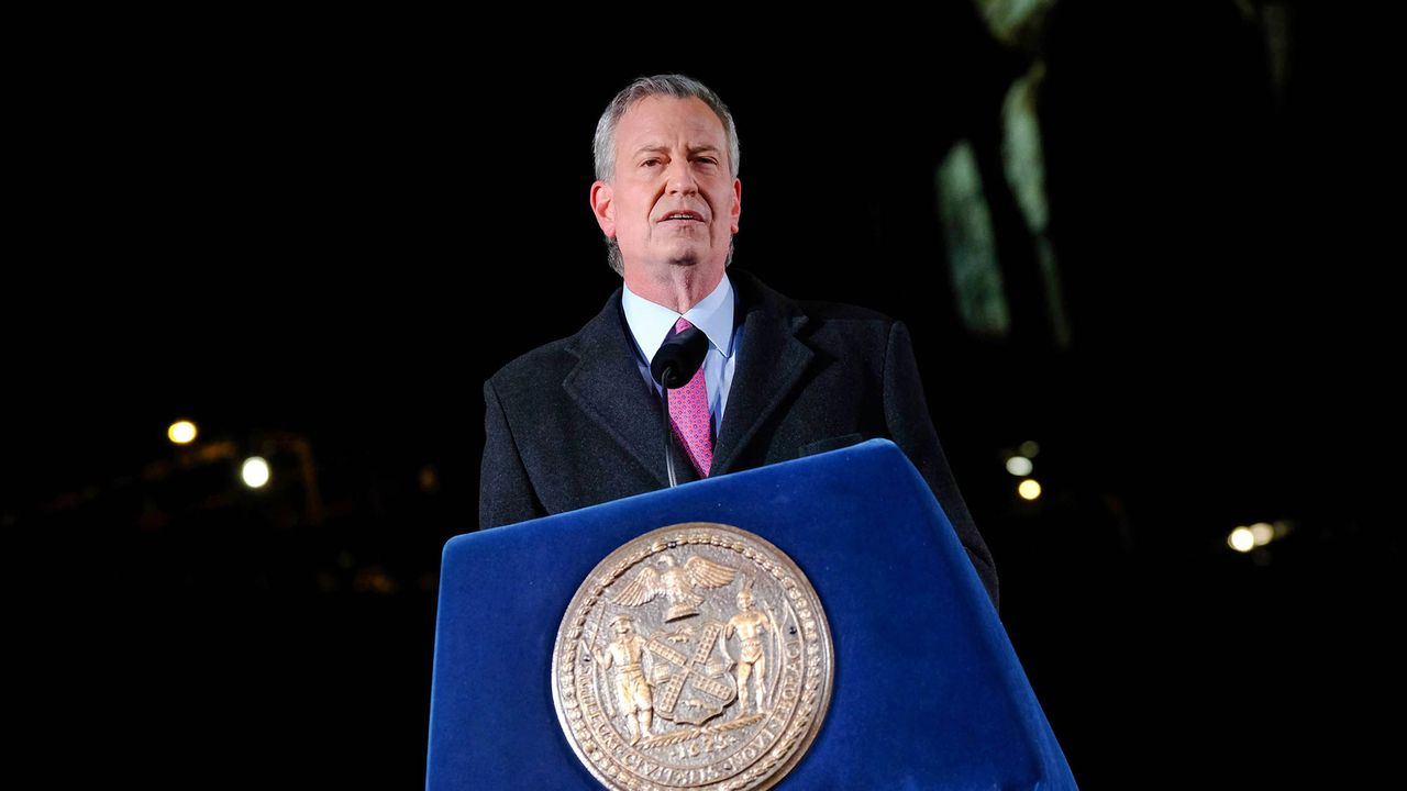 Amid surging COVID-19 cases, New York Mayor de Blasio orders 80,000 city workers back to offices