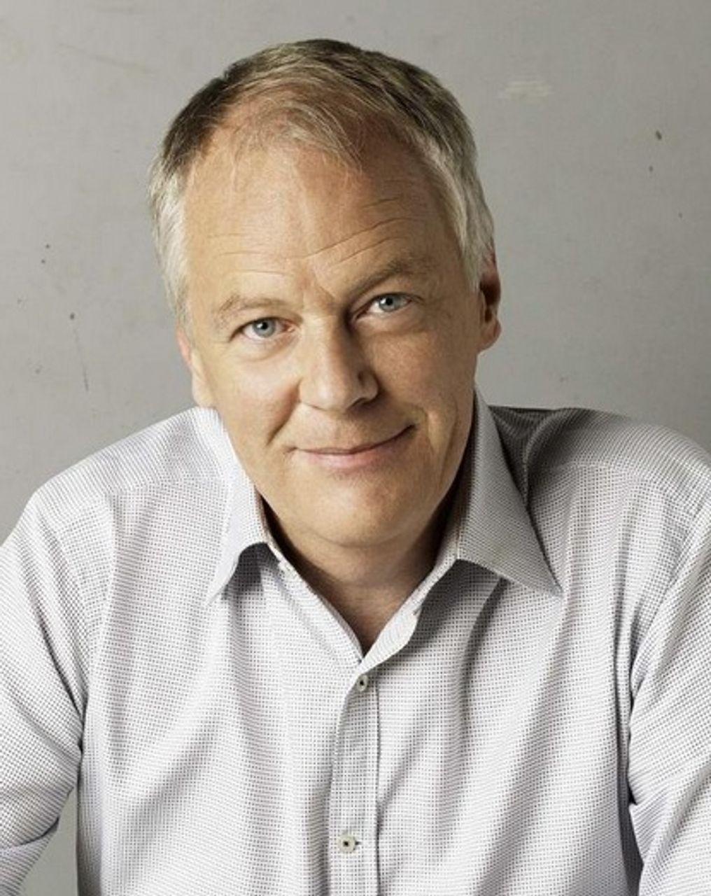 Australian investigative journalist exposes Guardian/New York Times betrayal of Assange