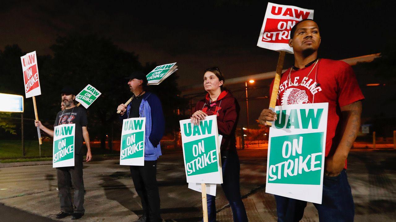 Strike costs GM $3 bn in profit