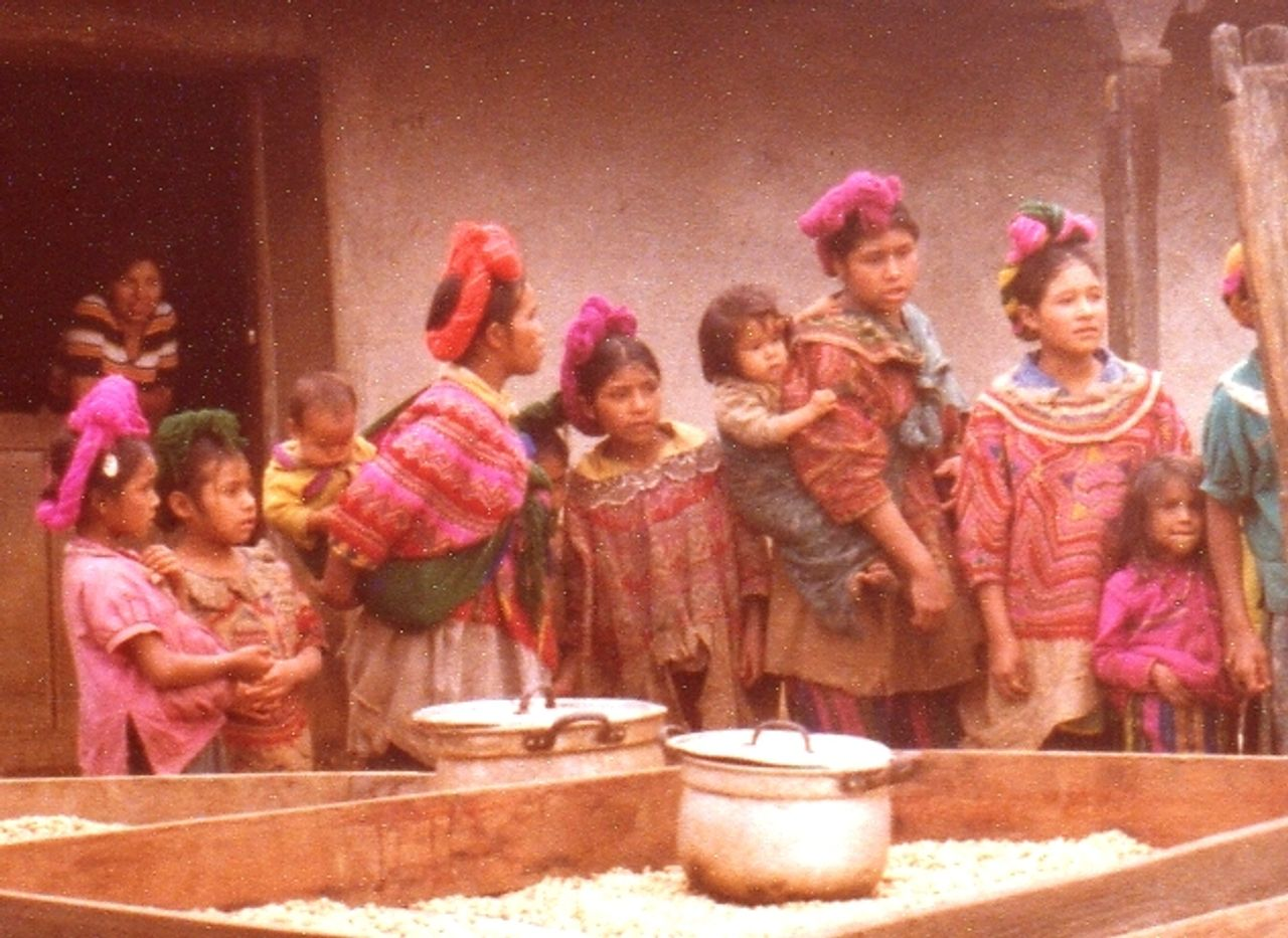 Children in Nentón in years preceding 1982 massacre (Negreaba de Zopilotes website)