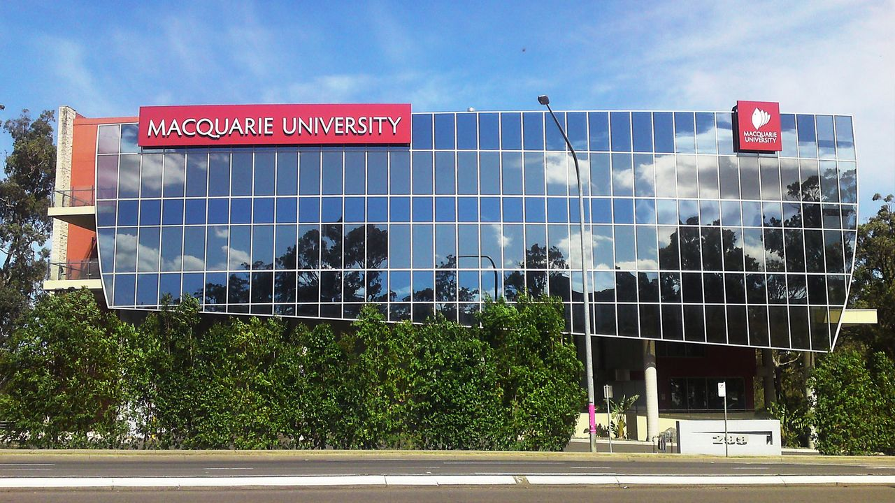 Australia: Oppose the job and course cuts at Macquarie University!