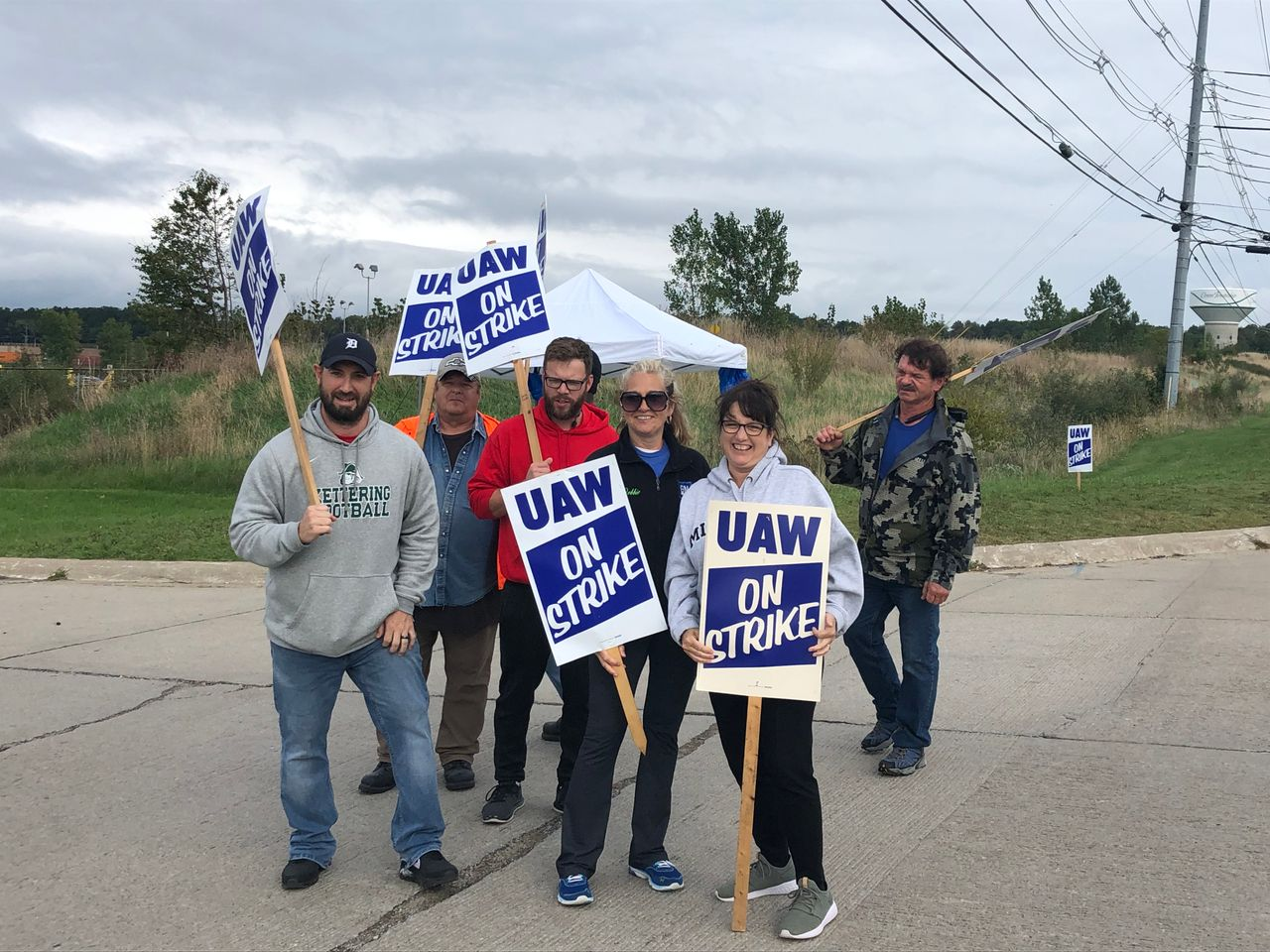 Pickets at Orion plant
