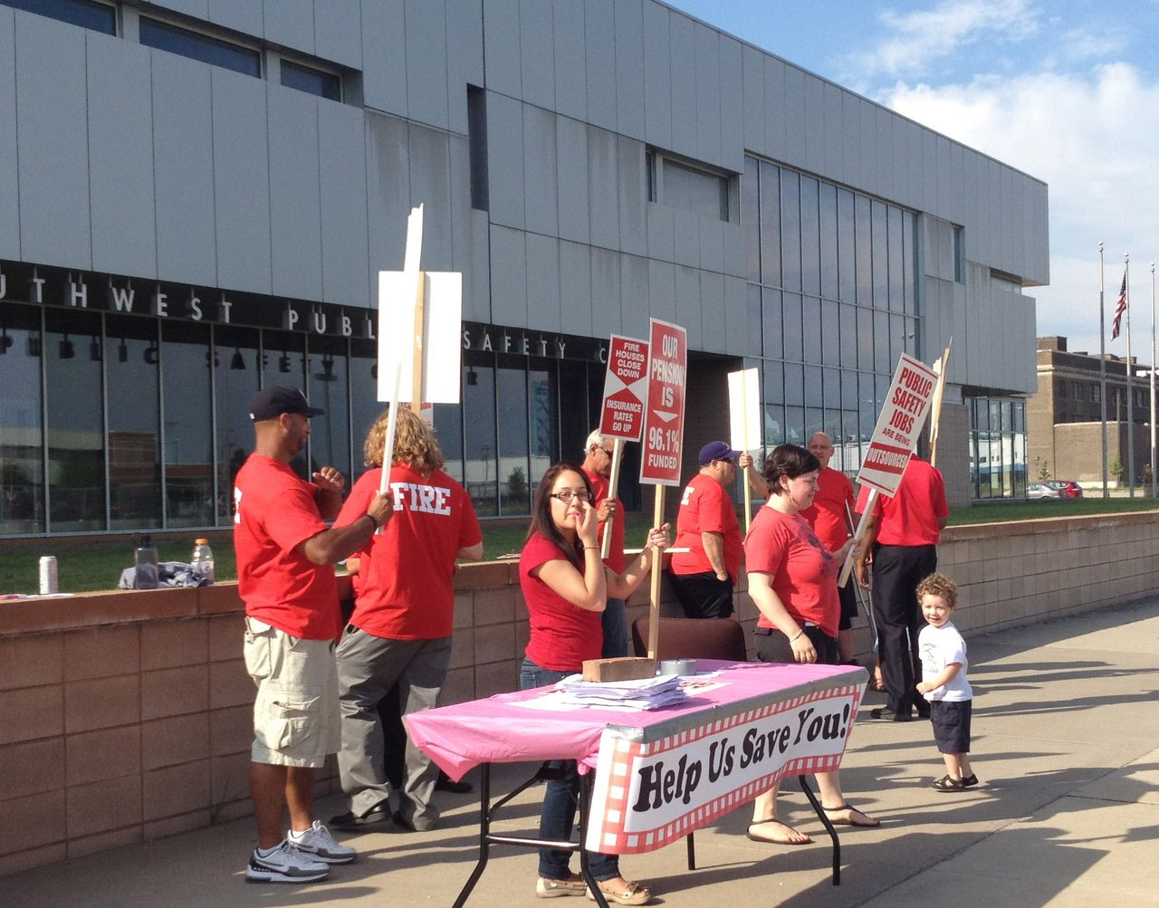 The Detroit Public Safety Workers Action Group picketing at the Southwest Public Safety Center