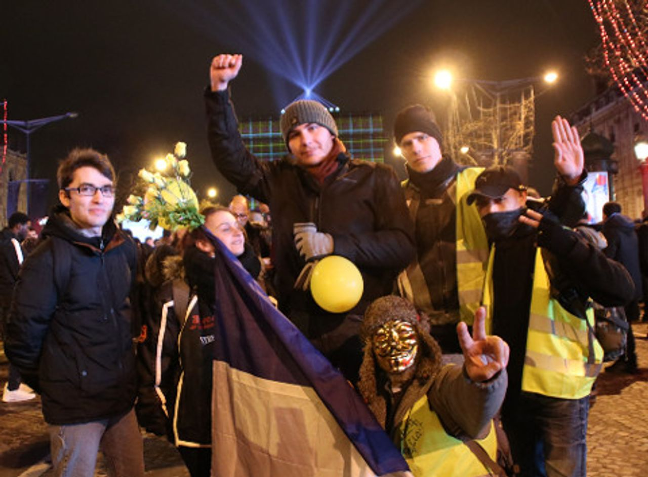 Alexandre, Virginie, Christian and André with two masked yellow vests
