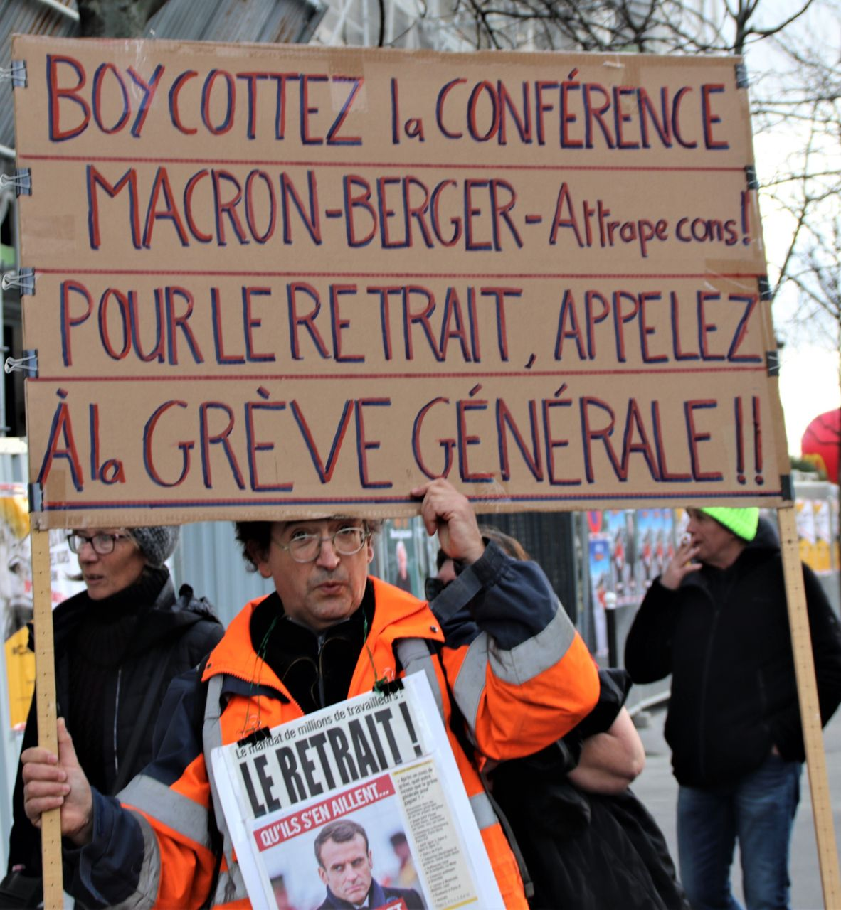 Boycott the Macron-CFDT (pro-government union federation) conference, it's a trap. To end the cuts call a general strike, the sign says