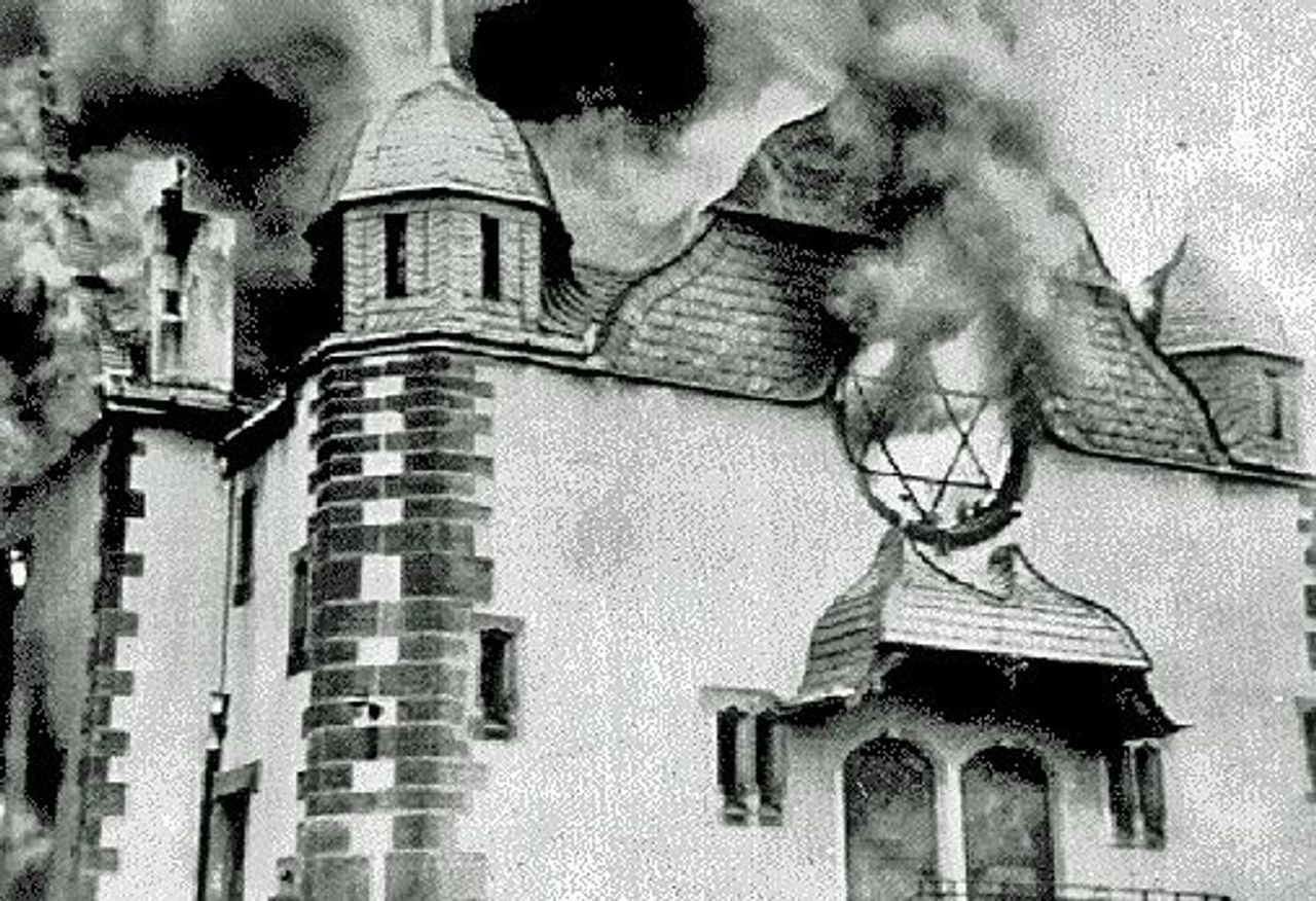 Burning synagogue in Siegen on Kristallnacht