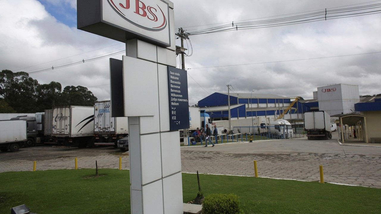 JBS Greeley meatpacking worker dies after being struck by machinery