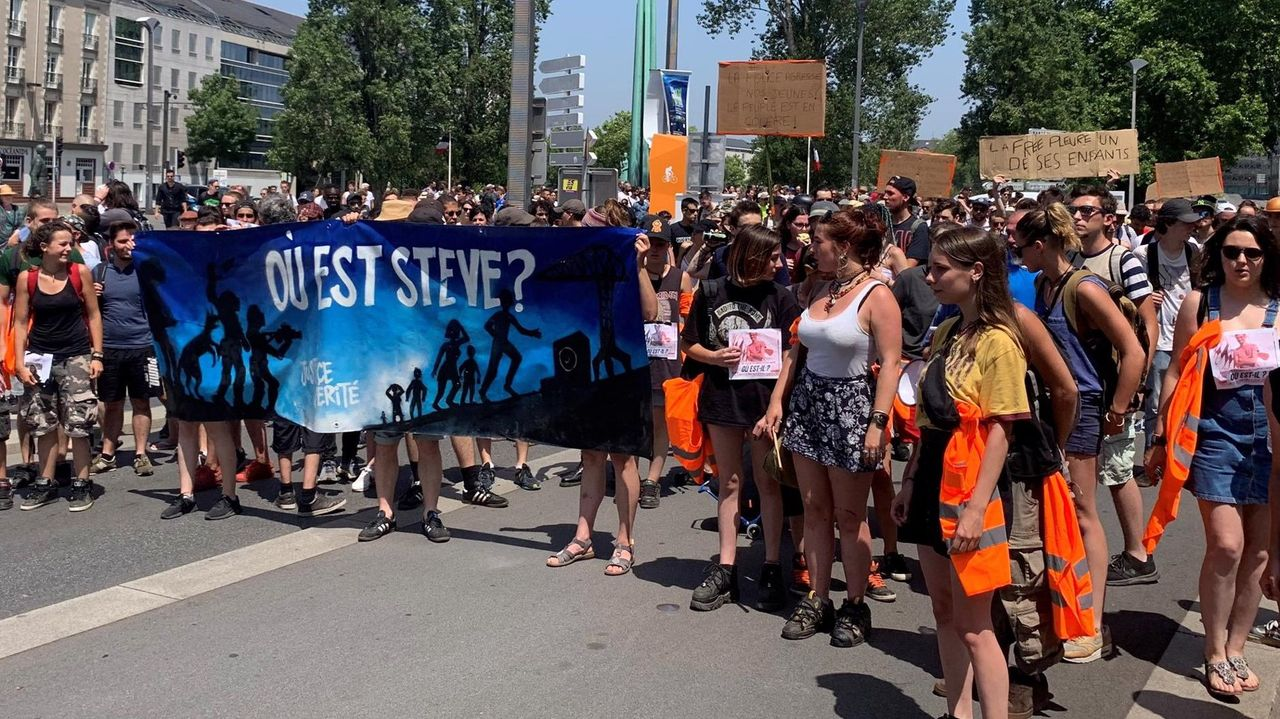 Saturday demonstration in Nantes against disappearance of Steve Carico, feared drowned after police assault