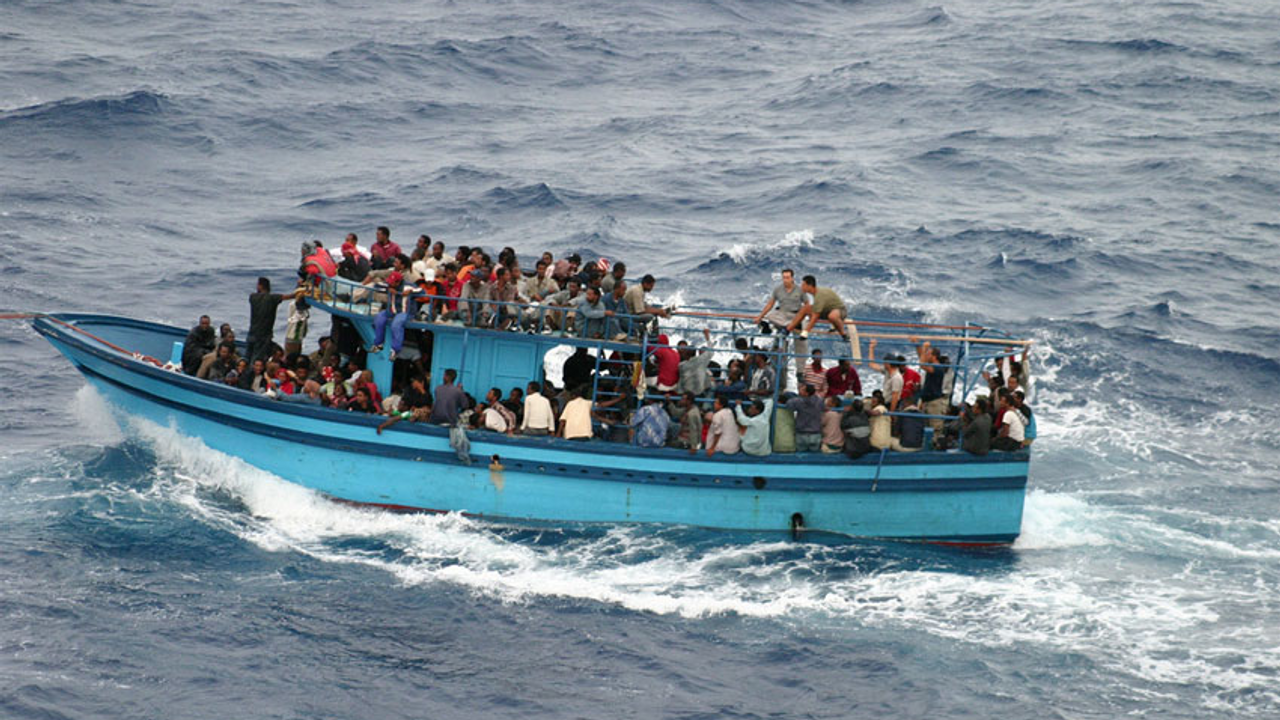 A boat carrying refugees in the Mediterranean [Photo: UNHCR/L.Boldrini]