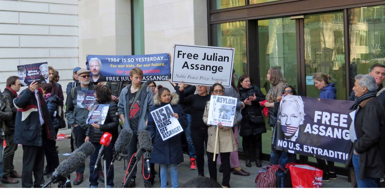 Protest outside Assange trial at Westminster Magistrates Court