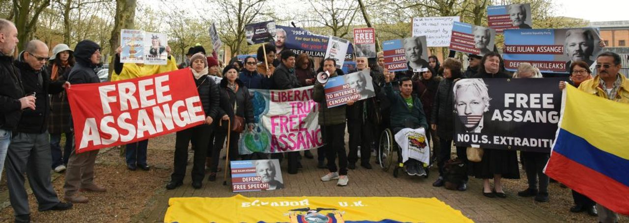 Protesters outside Belmarsh prison