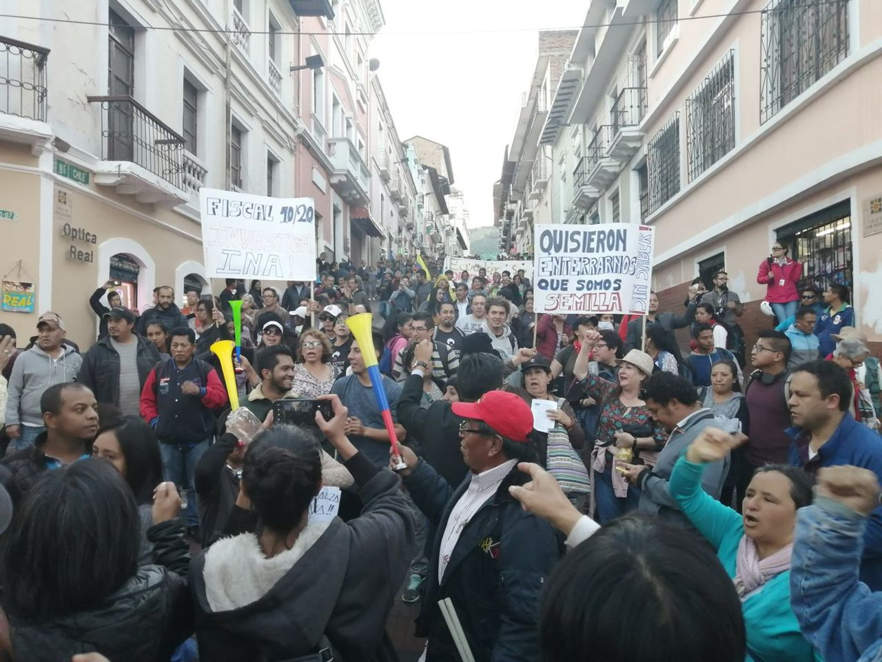 Protesters in Ecuador [Credit: Twitter @KolectiVOZ]