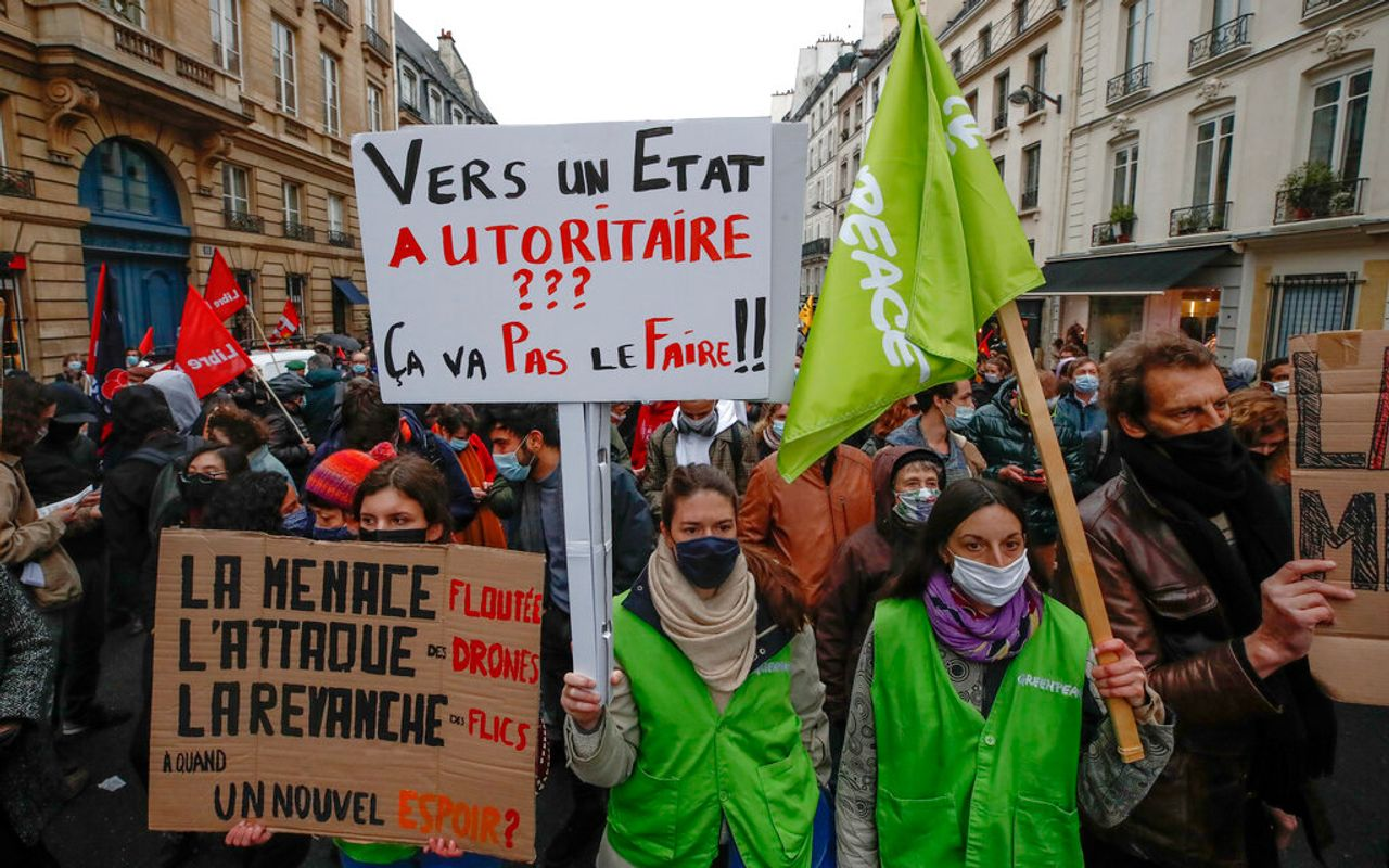 """France: Protests continue against police violence and the """"global security"""" law"""