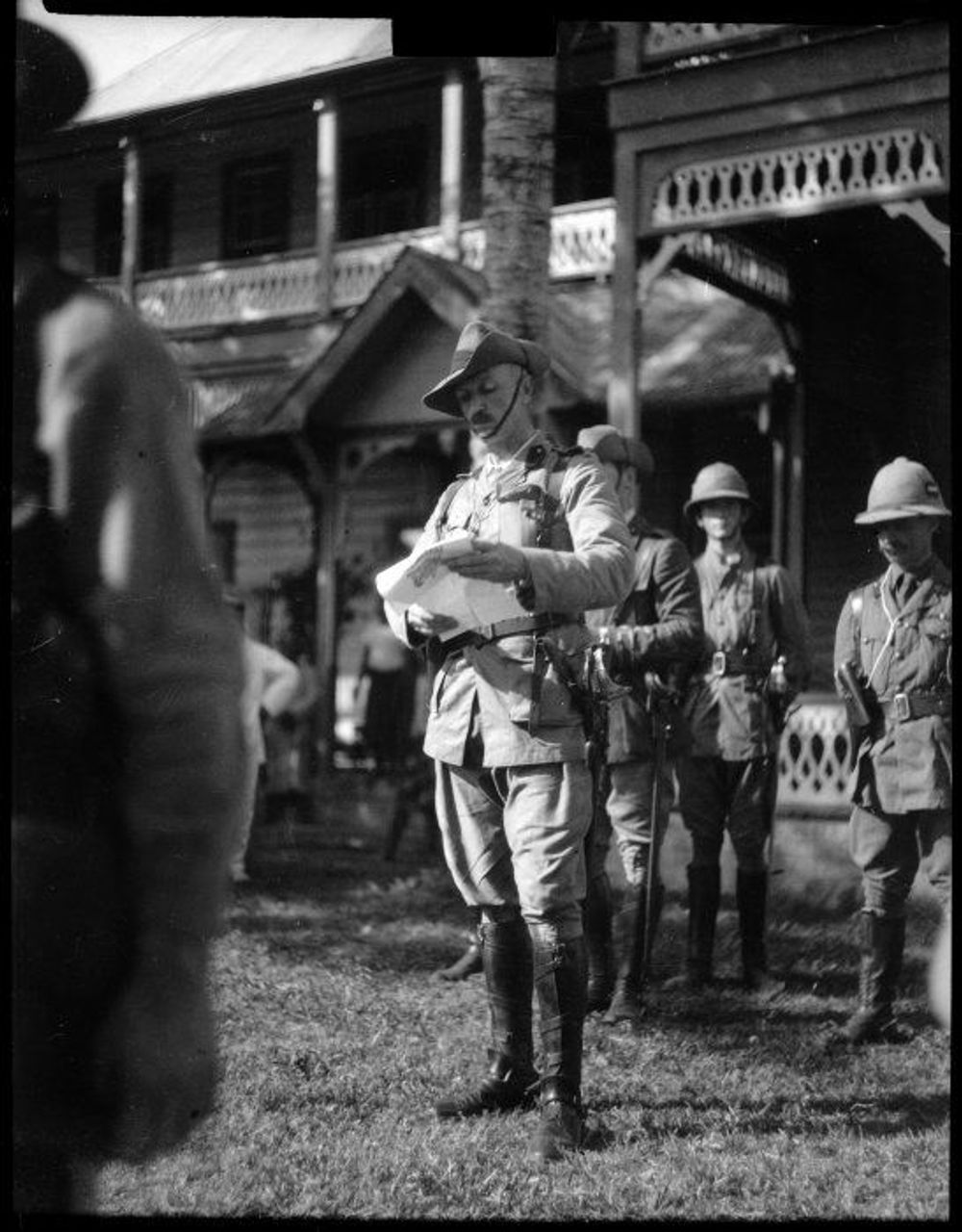 Colonel Robert Logan proclaiming British rule over Samoa. From Alexander Turnbull Library
