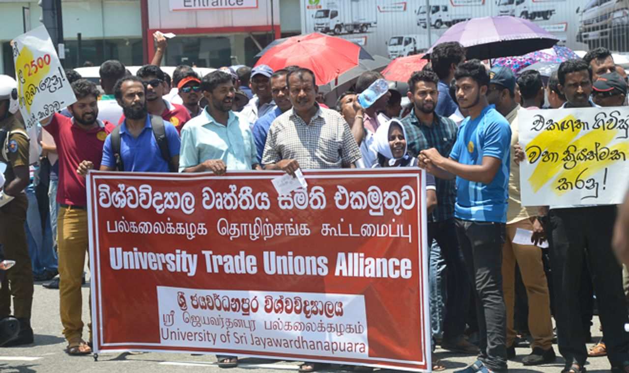 Thousands of Sri Lankan university workers demonstrate in Colombo