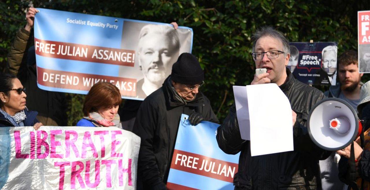 Robert Stevens speaking at the protest outside Belmarsh prison