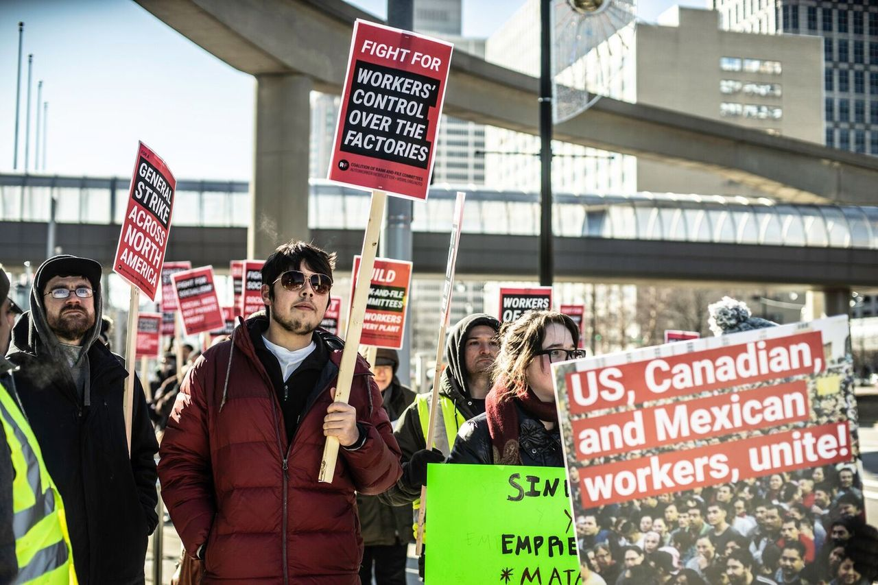 Striking General Motors workers