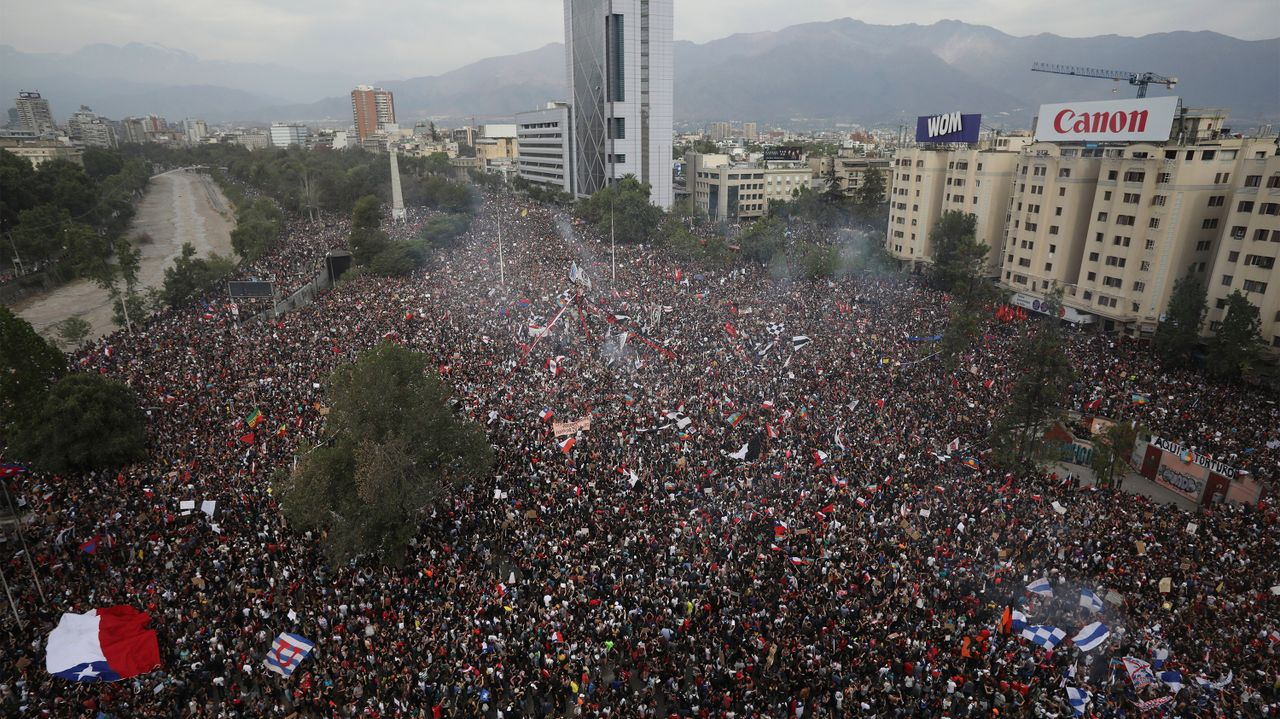 People gather during an anti-government protest in Santiago, Chile (AP Photo Rodrigo/Abd)