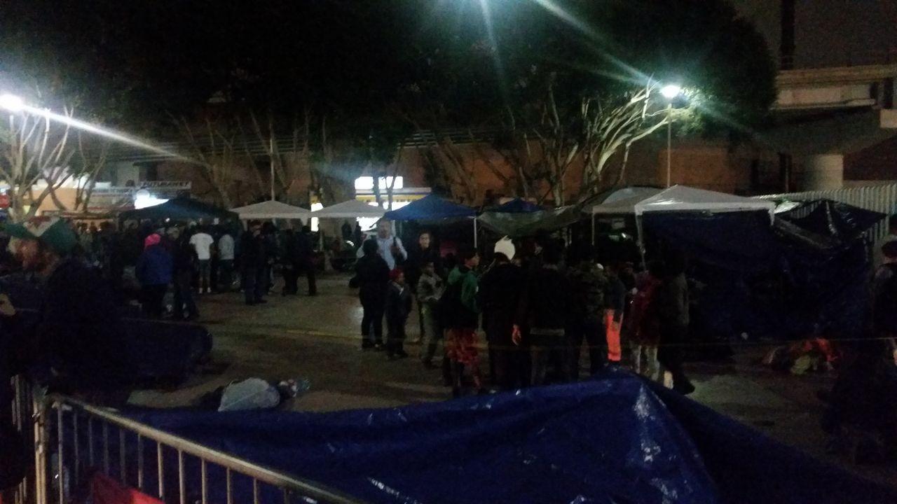 Caravan migrants stuck at US-Mexico border