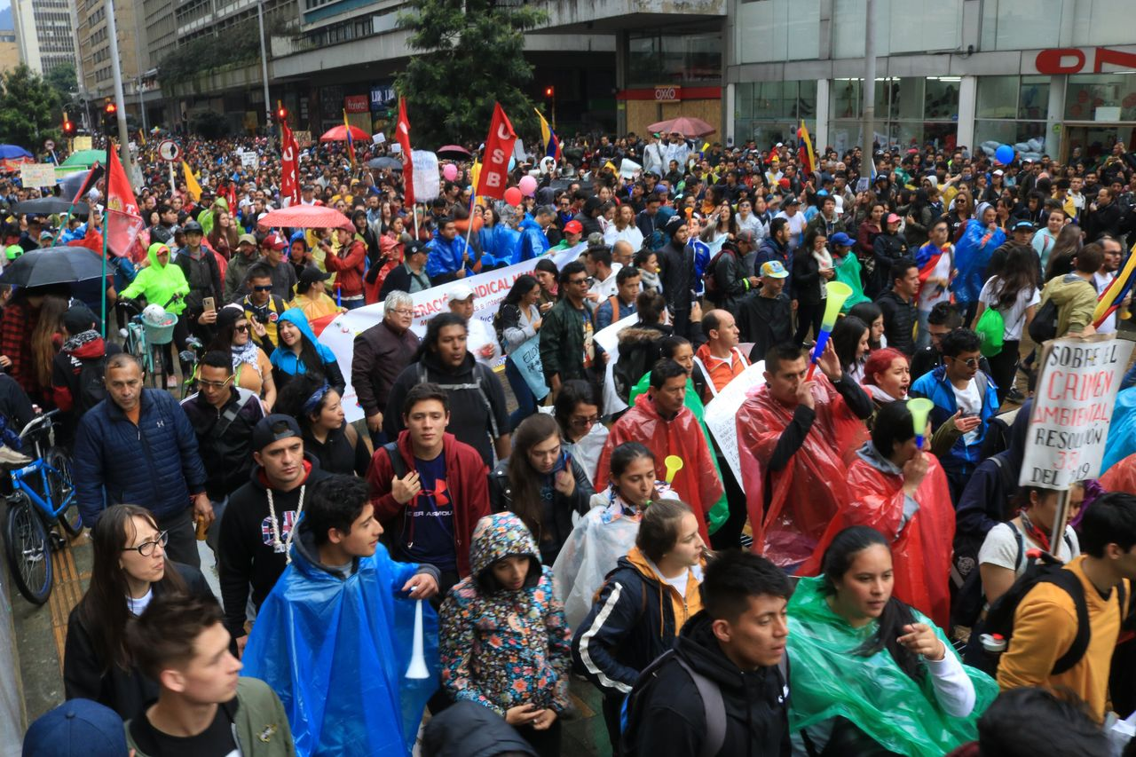 Thousands protest in Bogotá (credit: Dylan Baddour via Twitter)