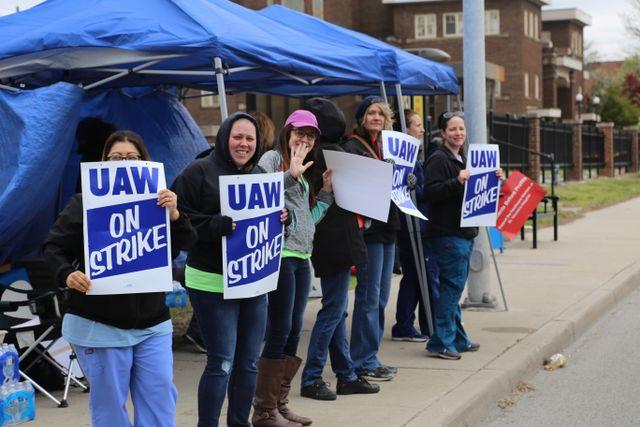 Toledo, Ohio workers complete first week of strike vs  Mercy Health