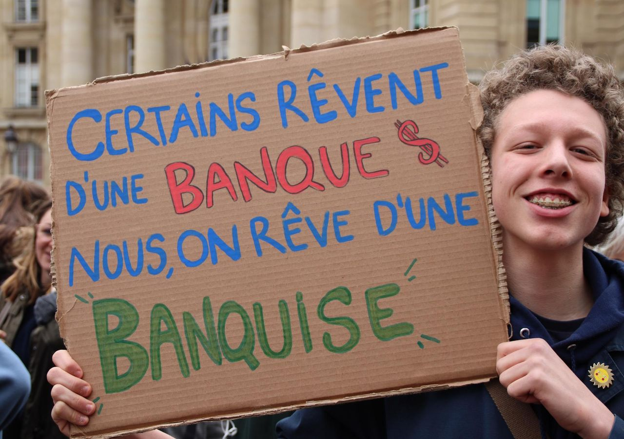 Some dream for a bank [banque]. We dream for icebergs [banquise], this Paris, Frence student says