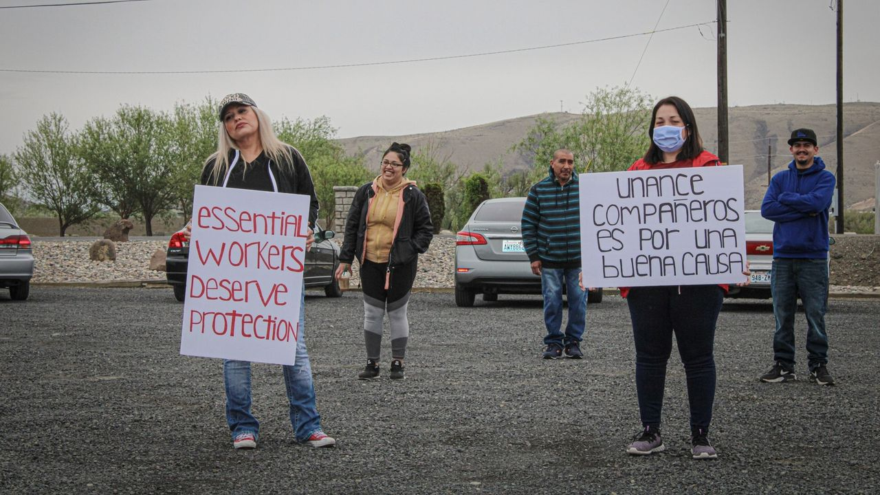Striking workers in Yakima, Washington [Credit: Familias Unidas por La Justicia Facebook page]