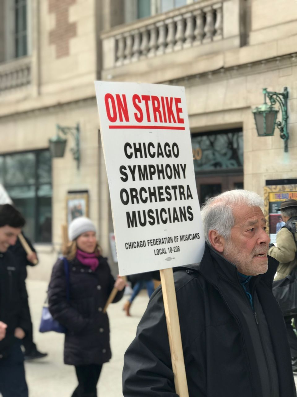 Striking Chicago musician