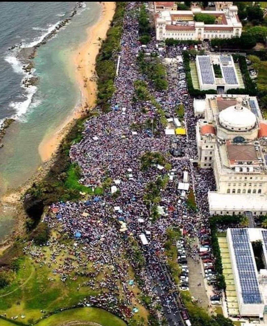 Birds-eye view of San Juan protests (Source: Twitter @m_illustr)