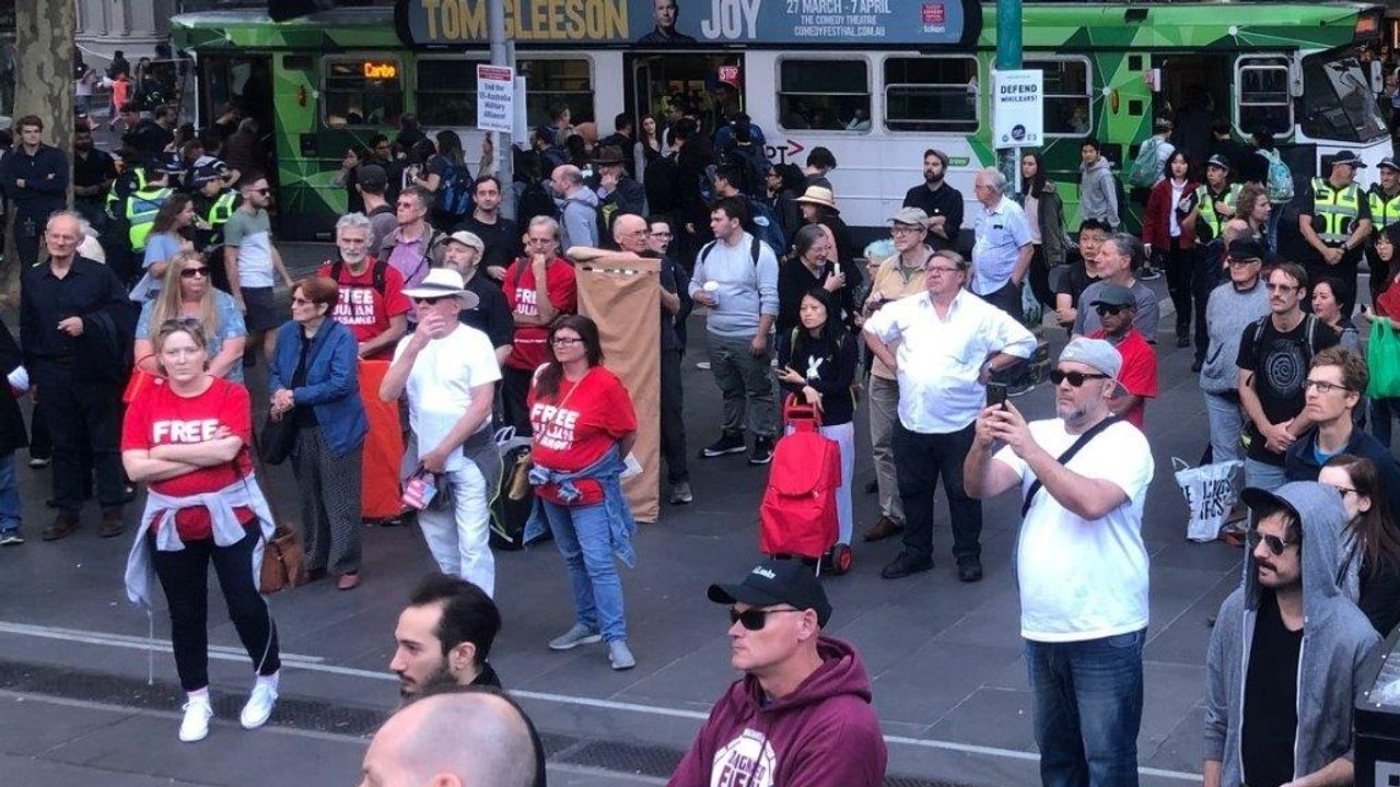 Part of the SEP Melbourne rally in defence of Assange
