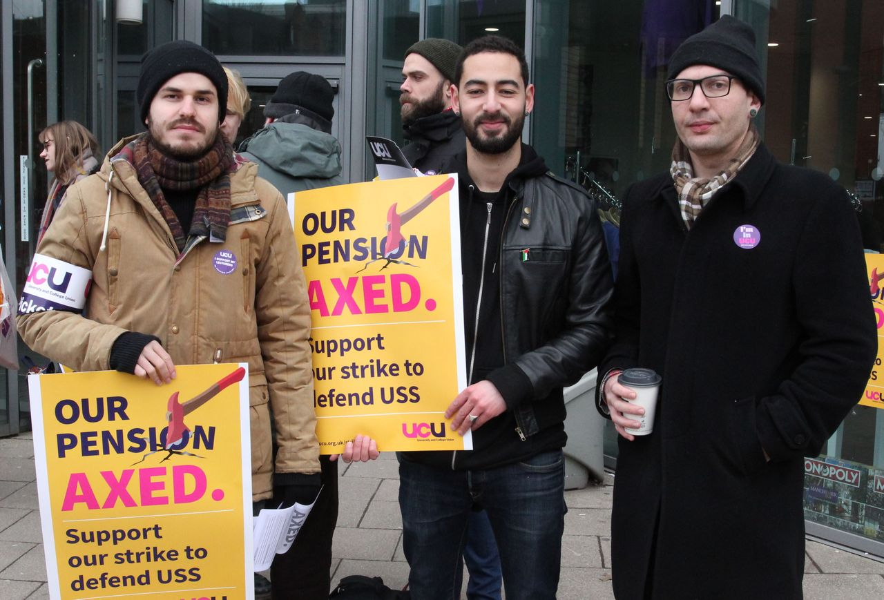 British lecturers go on strike over pension changes