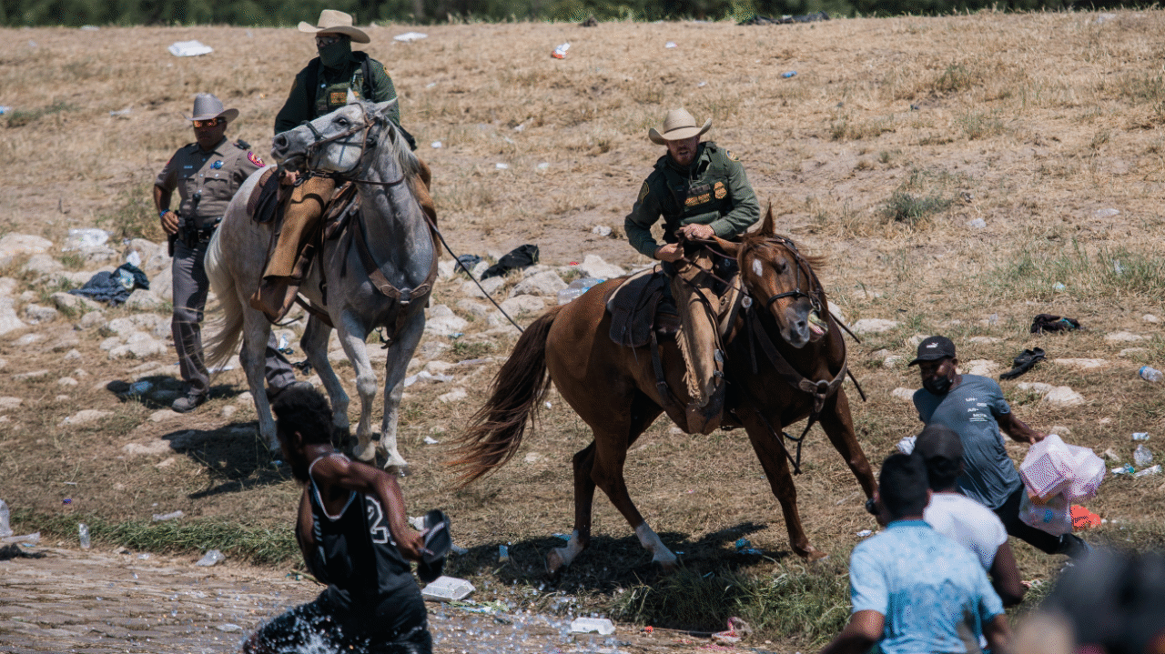 US Border Patrol agents whip and corral Haitian migrants - World Socialist  Web Site