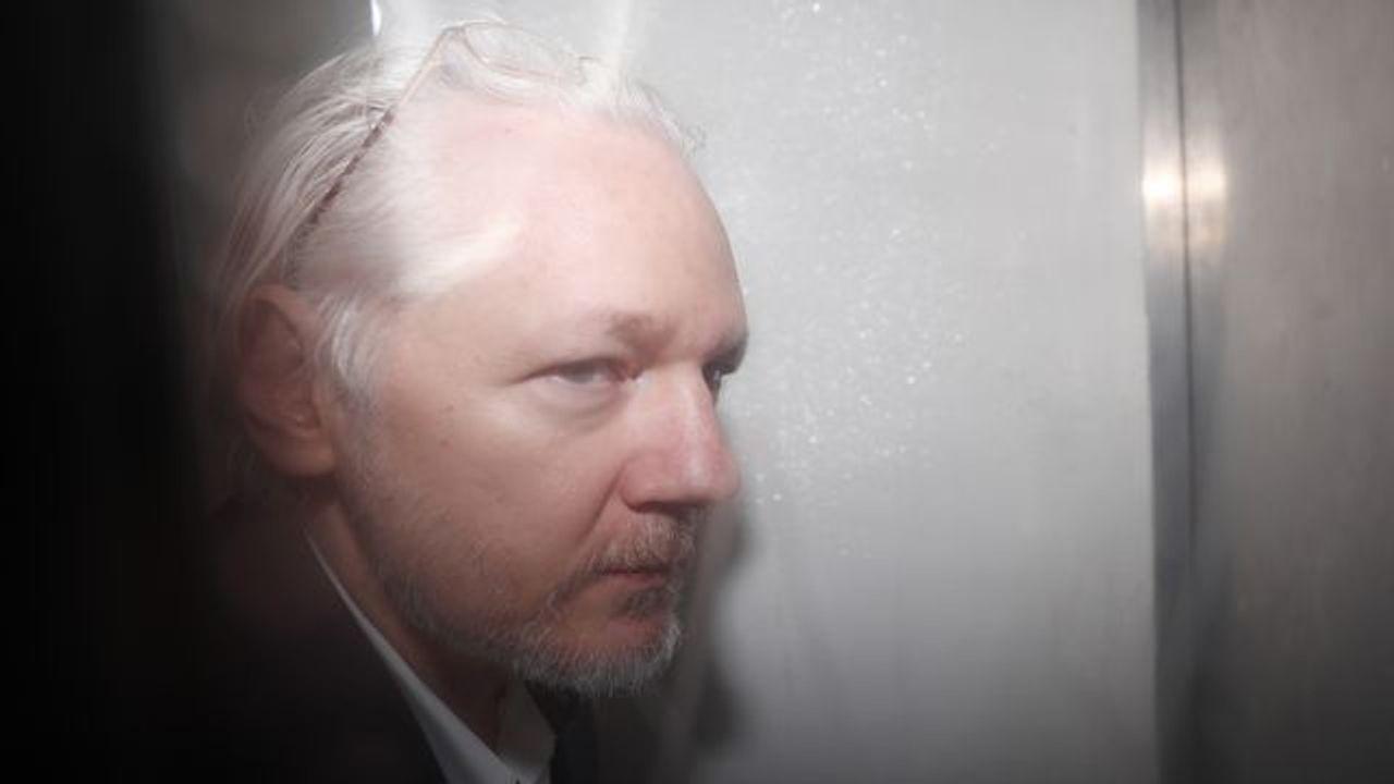 Dato che sono fissate le date dell'udienza di estradizione, il Dipartimento di Giustizia degli Stati Uniti sostiene che Assange non ha diritti sul Primo Emendamento thumbnail