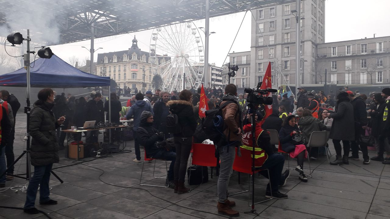 Strike committee meeting in front of the Amiens, France train station