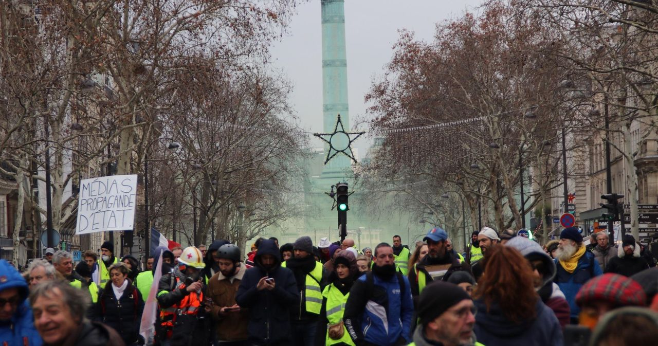 Five Star plots European Union pact with yellow vests