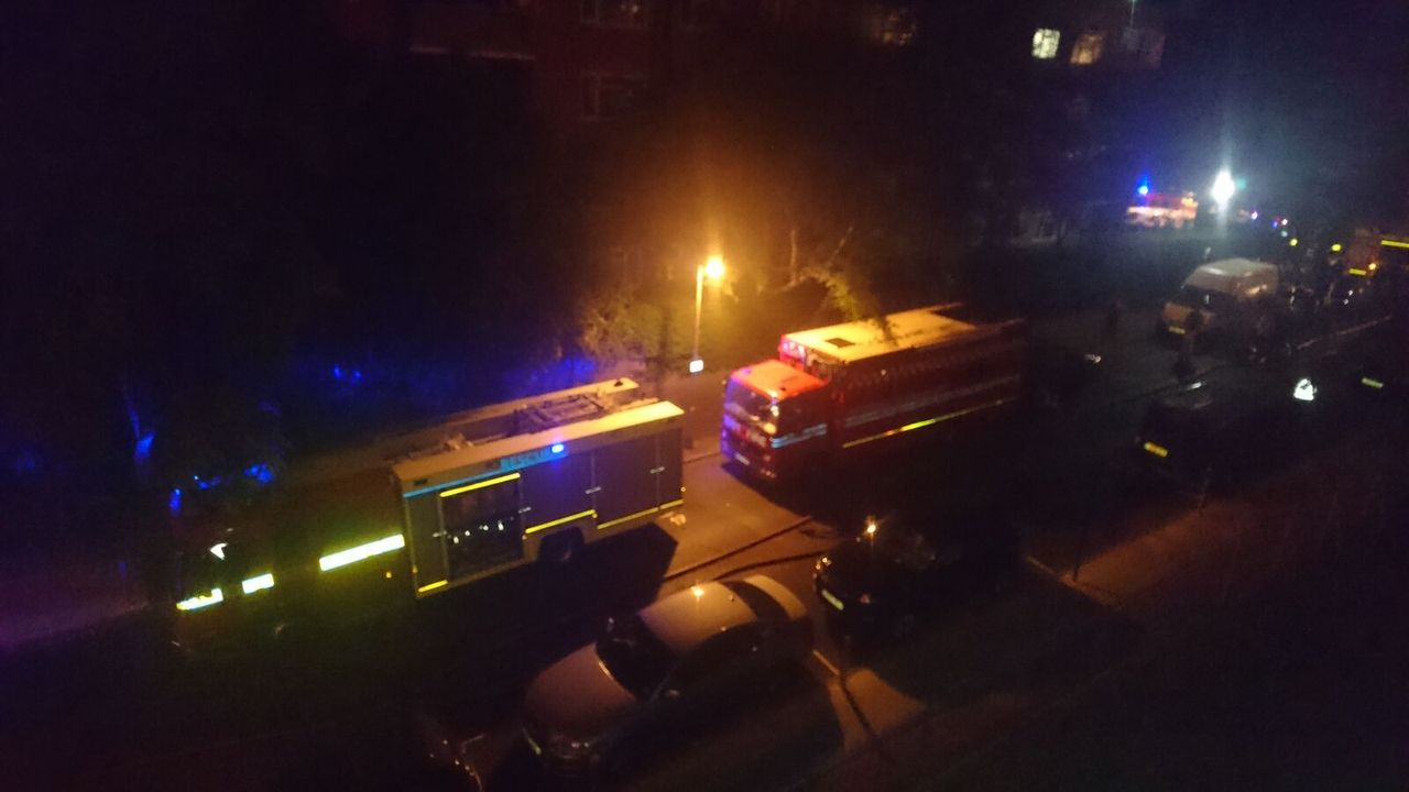 Fire engines backed up on Grenfell Road [Credit: Joe Delaney]