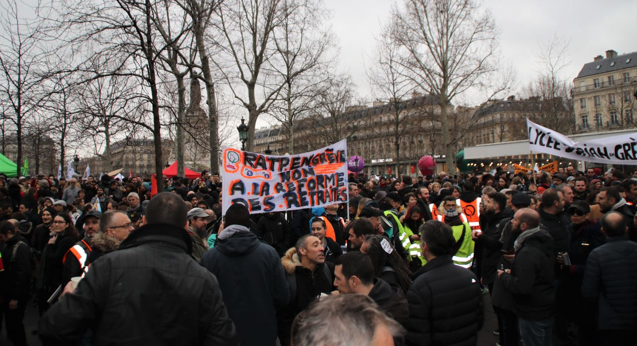 Paris mass transit workers: no to pension cuts