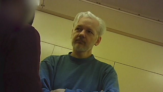 """Julian Assange receives first visitors in six months: """"He is in a lot of pain"""" Image"""